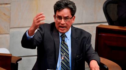 """El senador Jorge Robledo junto a otros congresistas exige la renuncia del Ministro de Hacienda por """"haber actuado de forma corrupta"""""""