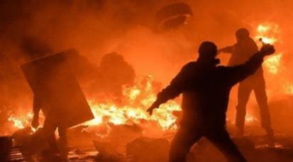 20 encapuchados hacen disturbios en Pamplona