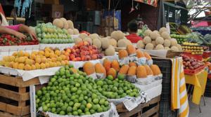 En Cenabastos sube precio de frutas y verduras por invierno