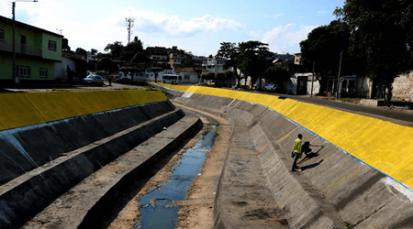 Acción Poética Cúcuta embellece el Canal Bogotá con la bandera tricolor