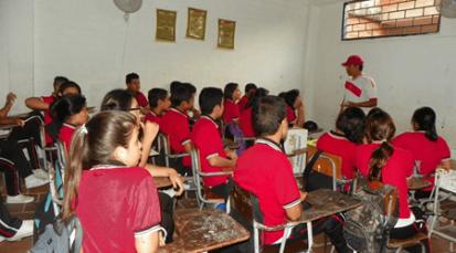 Efecto migratorio desborda deuda del Gobierno en educación