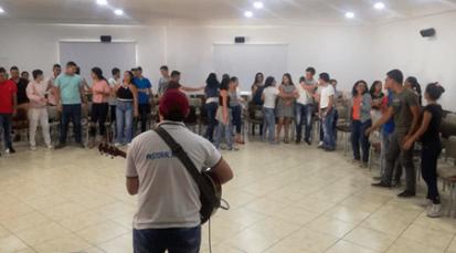 Jóvenes profundizan en el conocimiento de la Sagrada Escritura