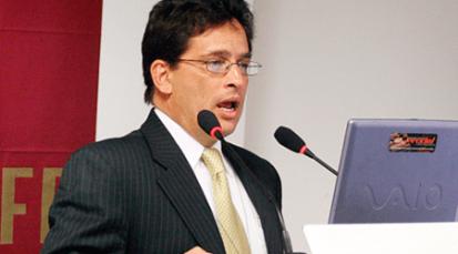 Ministro de Hacienda se enfrenta a debate por supuesto enriquecimiento ilícito a costa de 117 municipios