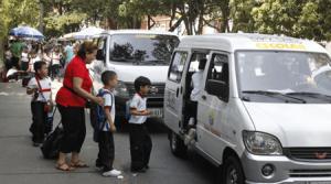 ¿Cobros exagerados de transporte escolar?