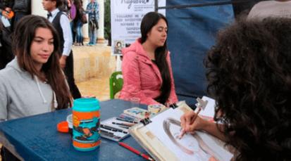 Pamplonase viste de fiesta con la Feria del Libro