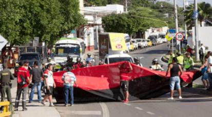Suspenden obra en San Rafael y la comunidad cierra el paso